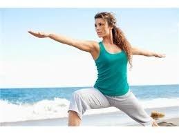 cvičenie jogy v tenisovej hale Baseline